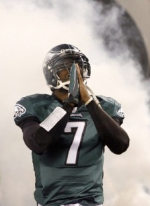 vick-clasps-his-hands-gesture-silent-prayer-during-player-introdutions-prior-their-nfl-football-game-against-the-new-york-giants-philadelphia_display_image